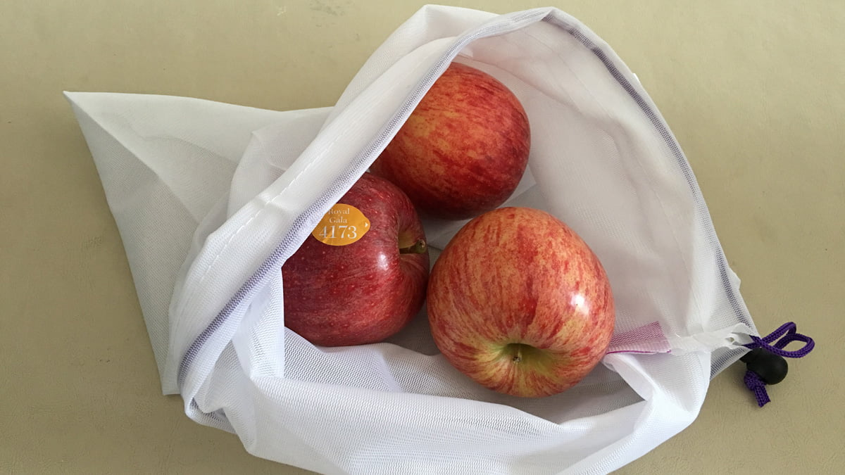 Mesh bag with apples