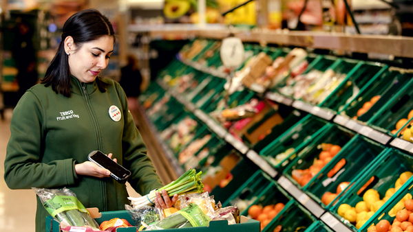 Tesco calls for wider reporting on food waste